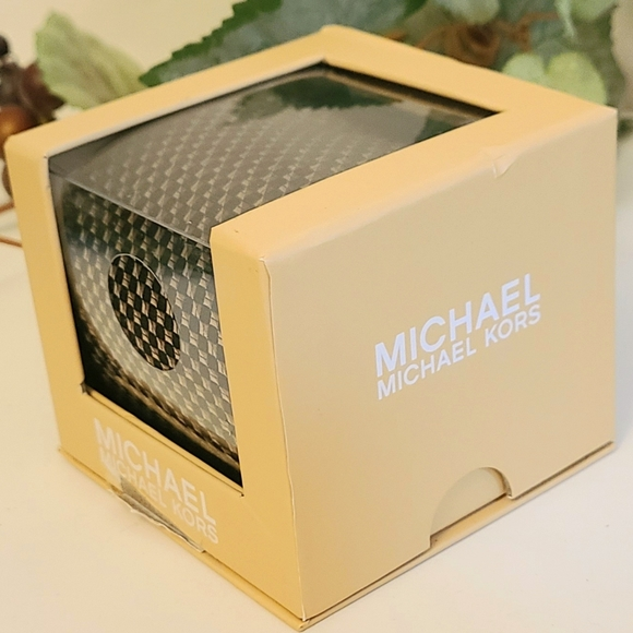 MICHAEL Michael Kors 100% Silk Tie in Box